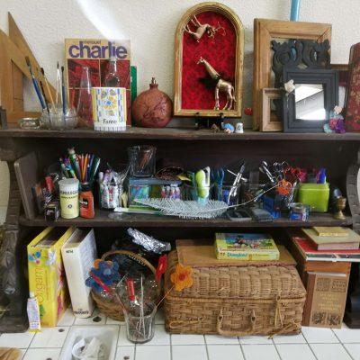 photo d'une étagère de l'atelier partagé