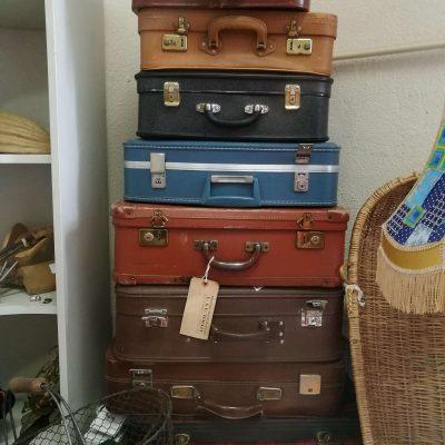Pile de valises présentes dans l'atelier partagé